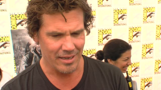josh brolin on working with megan fox at the comiccon 2009 jonah hex press line at san diego ca - megan fox stock videos and b-roll footage