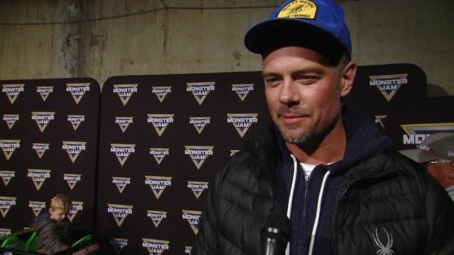 vídeos y material grabado en eventos de stock de interview josh duhamel at monster jam celebrity event at angel stadium on february 24 2018 in anaheim california - angel stadium