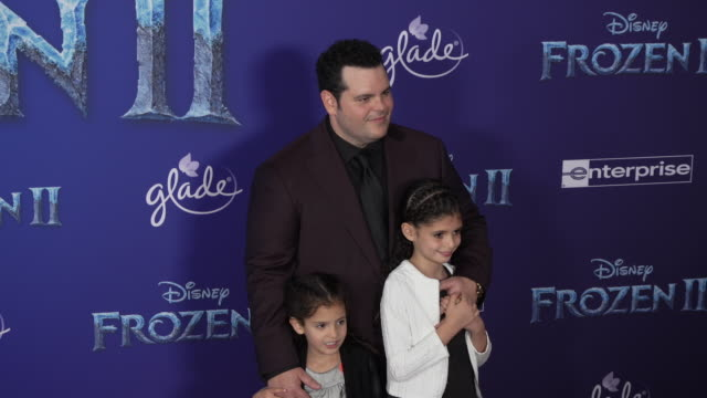 josh gad at the frozen ii world premiere at dolby theatre on november 07 2019 in hollywood california - frozen stock videos & royalty-free footage