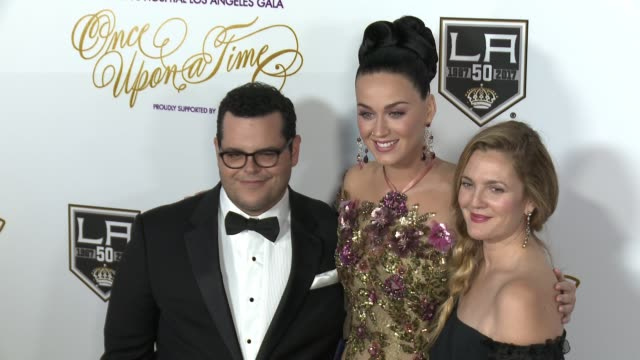 josh gad katy perry drew barrymore at 2016 children's hospital los angeles once upon a time gala in los angeles ca - children's hospital stock videos & royalty-free footage