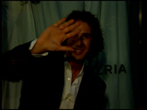 stockvideo's en b-roll-footage met josh groban at the bcbg max azria store opening on august 18 2005 - bcbg max azria