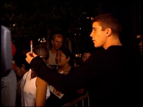 josh hartnett at the 'o' premiere at century plaza in century city, california on august 27, 2001. - センチュリープラザ点の映像素材/bロール