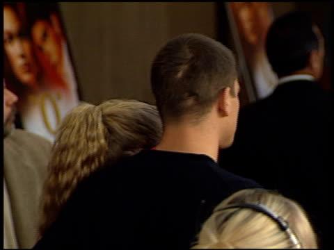 stockvideo's en b-roll-footage met josh hartnett at the 'o' premiere at century plaza in century city, california on august 27, 2001. - century plaza