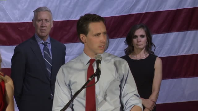 josh hawley delivers victory speech after winning missouri senate race against democratic incumbent clair mccaskill on november 6, 2018. - 上院議員点の映像素材/bロール