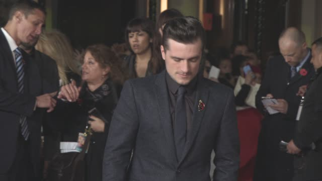 josh hutcherson at 'the hunger games: mockingjay part 2' uk film premiere at odeon leicester square on november 5, 2015 in london, england. - 2015 stock-videos und b-roll-filmmaterial