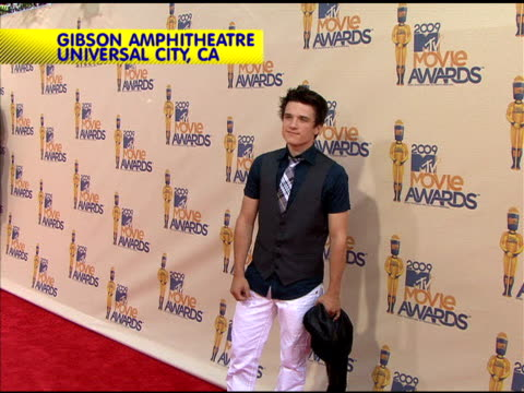 josh hutcherson is attending the 2009 mtv movie awards. - mtvムービー&tvアワード点の映像素材/bロール