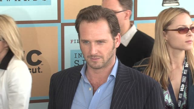 josh lucas at the the 21st annual ifp independent spirit awards in santa monica california on march 4 2006 - ifp independent spirit awards stock videos and b-roll footage