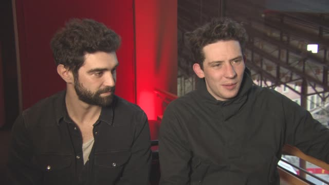 vídeos de stock, filmes e b-roll de interview josh o'connor alec secareanu on discovering more about yorkshire at berlin film festival 'gods own country' interviews at berlinale palast... - alec secareanu