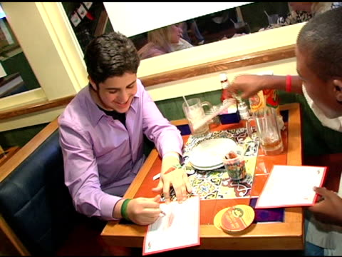 josh peck coloring peppers at the chili's create a pepper to benefit st jude children's research hospital at chili's restaurant in westwood... - chili's grill & bar stock videos and b-roll footage