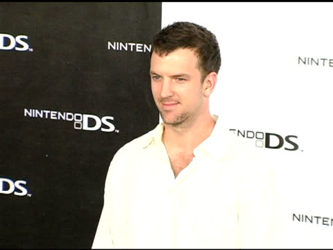 vidéos et rushes de josh randle at the exclusive nintendo pre-launch party at the day after at the day after in los angeles, california on november 16, 2004. - exclusivité