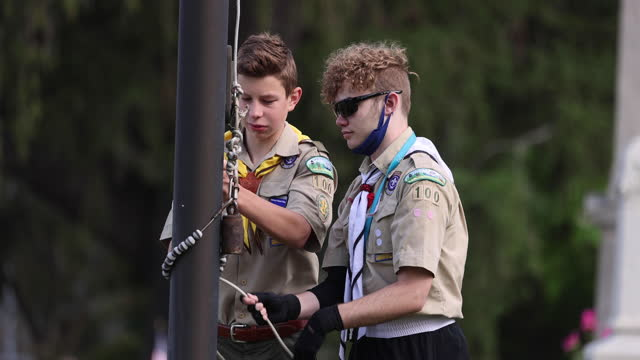 josh young, and eli wetzel, of boy scouts troop 100, practice raising the flag on memorial day at rose hill cemetery on may 31, 2021 in bloomington,... - teenage boys stock videos & royalty-free footage