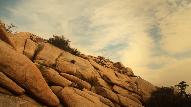 joshua tree's hidden valley rocks - joshua tree national park stock videos & royalty-free footage