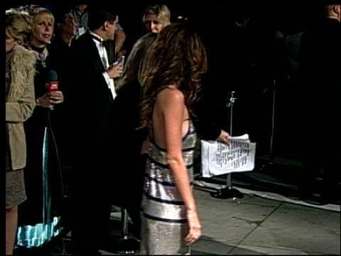 vídeos de stock e filmes b-roll de josie maran at the 2002 academy awards vanity fair party at morton's in west hollywood california on march 24 2002 - festa dos óscares da vanity fair