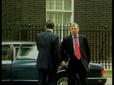 josie russell josie russell lib downing street home sec jack straw mp from car and into no 10 - jack straw stock videos & royalty-free footage