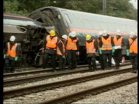 journalism awards lib england hertfordshire hatfield ext gvs emergency workers next train wreckage after hatfield train crash transport police... - television awards stock videos & royalty-free footage