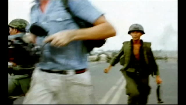 stockvideo's en b-roll-footage met exhibition about war correspondents at imperial war museum north s17040701 / tx vietnam trang bang news correspondent michael nicholson reporting to... - imperial war museum museum