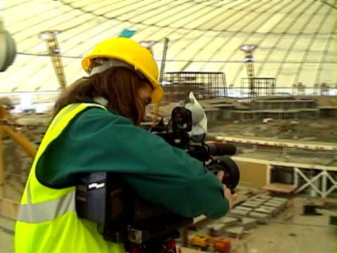 ジャーナリズム。テレビカメラマン動作 - チャード点の映像素材/bロール