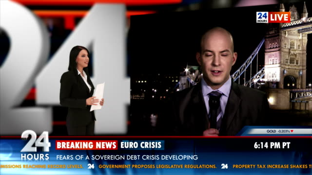 hd: giornalista reporting in diretta da londra - economia video stock e b–roll