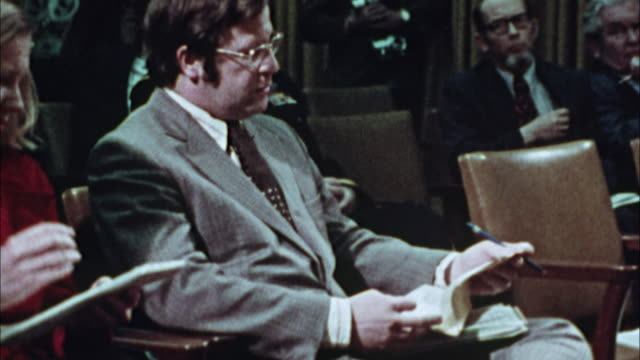 cu, pan, journalist taking to mayor at press conference in city hall, 1970's, los angeles, california, usa - pressekonferenz stock-videos und b-roll-filmmaterial