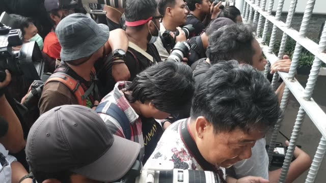 journalist waiting at vip gate halim perdana kusuma airport for indonesian citizens that declared health after two weeks of observation from natuna... - wuhan stock-videos und b-roll-filmmaterial