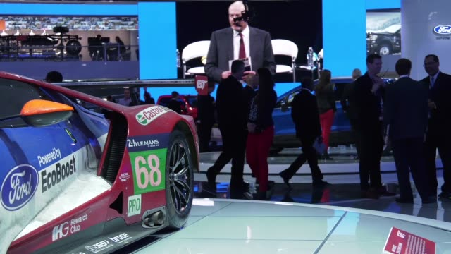 journalists inspect ford vehicles on display at the detroit auto show during media preview days. - tecnologia assistiva video stock e b–roll