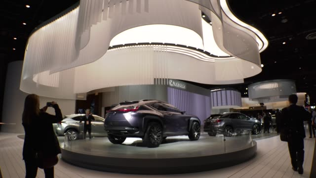 journalists look over lexus vehicles on display at the detroit auto show during a press preview day. - tecnologia assistiva video stock e b–roll