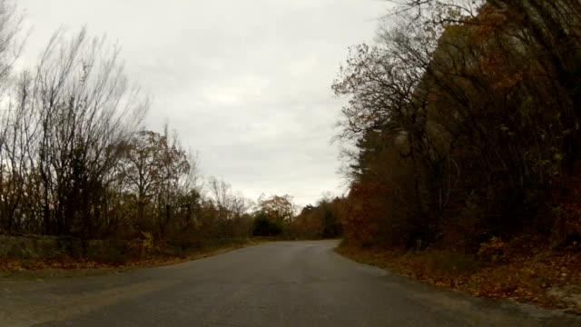Mit dem alten zerstörten Straße Reise nach Berg