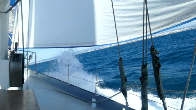 reise unter segeln - segel stock-videos und b-roll-filmmaterial