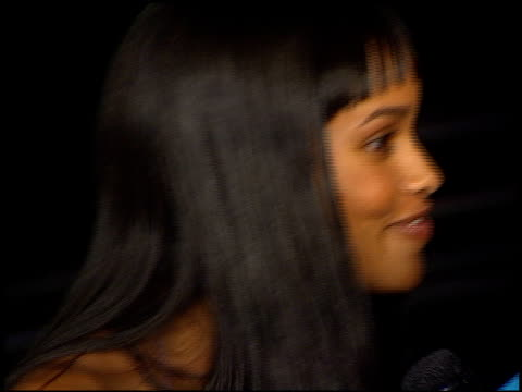 joy bryant at the showtime at grauman's chinese theatre in hollywood, california on march 11, 2002. - ショータイム点の映像素材/bロール