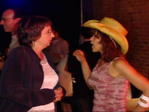 joyce pekar & rosie perez standing in crowded eyebeam studio club talking, people around. - ロージー ペレス点の映像素材/bロール