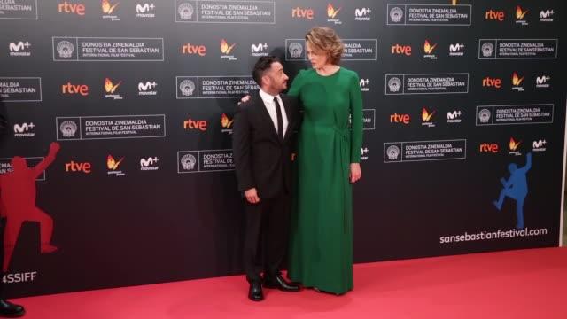 vidéos et rushes de juan antonio bayona and actress sigourney weaver attends 'a monster calls' premiere during the 64th san sebastian international film festival at the... - sigourney weaver