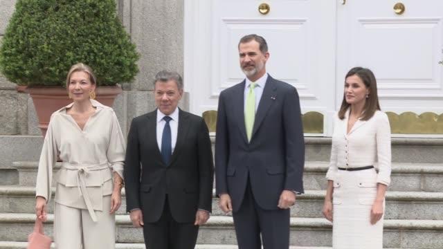 vídeos de stock e filmes b-roll de juan manuel santos president of colombia pays a visit to king felipe and queen letizia - presidente