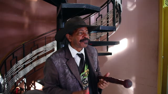 juan manuel villy carbonell impersonates benny more in the streets of santiago de cuba the busking artist claims he was the voice in the movie el... - santiago de cuba stock videos and b-roll footage