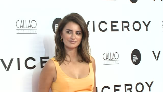 vidéos et rushes de juan palacios, penelope cruz, monica cruz, encarna sanchez and jose carnero attend the premiere of 'soy uno entre cien mil' directed by penelope cruz... - penélope cruz