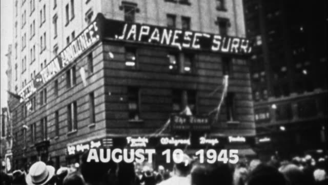 jubilant crowds cheer in times square celebrating the japanese surrender to end world war ii. - andra världskriget bildbanksvideor och videomaterial från bakom kulisserna