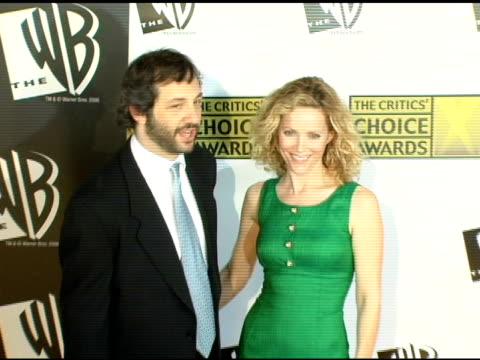 vídeos de stock, filmes e b-roll de judd apatow and leslie mann at the 2006 critics' choice awards arrivals at santa monica civic auditorium in santa monica, california on january 9,... - leslie mann