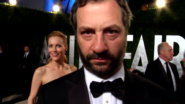 vídeos de stock, filmes e b-roll de judd apatow and leslie mann at the 2012 vanity fair oscar party hosted by graydon carter inside party at west hollywood ca - judd apatow