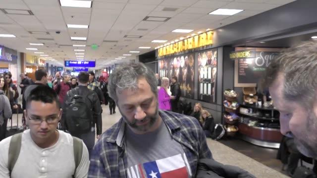 vídeos de stock, filmes e b-roll de judd apatow arriving to sundance at salt lake city airport in celebrity sightings in salt lake city ut - judd apatow