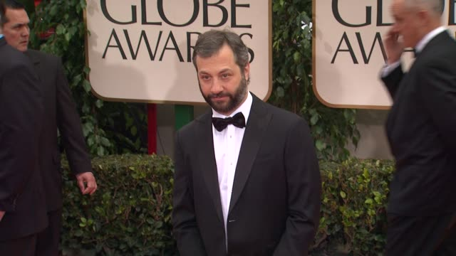 vídeos de stock, filmes e b-roll de judd apatow at 69th annual golden globe awards arrivals on january 15 2012 in beverly hills california - judd apatow