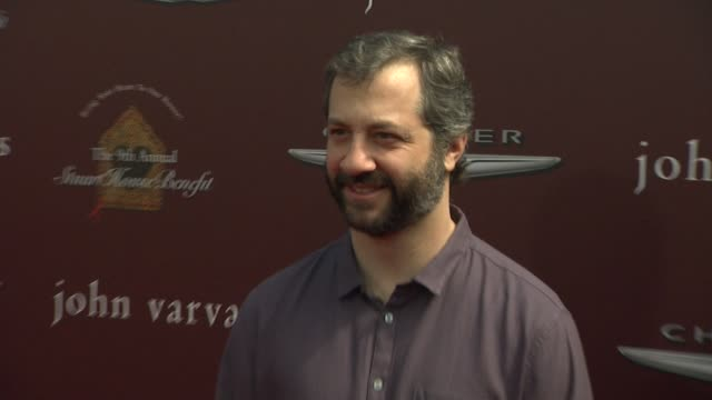 vídeos de stock, filmes e b-roll de judd apatow at 9th annual john varvatos stuart house benefit on 3/11/12 in los angeles ca - judd apatow