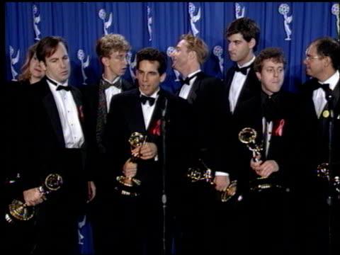 vídeos de stock, filmes e b-roll de judd apatow at the 1993 emmy awards press room at the pasadena civic auditorium in pasadena california on september 19 1993 - judd apatow