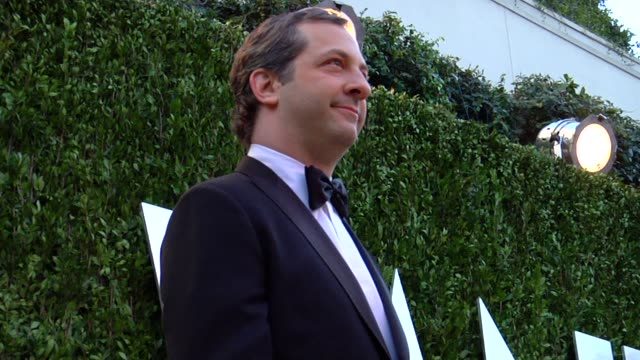 vídeos de stock, filmes e b-roll de judd apatow at the 2013 vanity fair oscar party hosted by graydon carter judd apatow at the 2013 vanity fair oscar party at sunset tower on february... - judd apatow