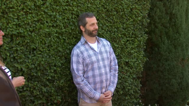 vídeos de stock, filmes e b-roll de judd apatow at the rape foundation's annual brunch at greenacres the private estate of ron burkle in beverly hills ca on september 29 2013 - judd apatow