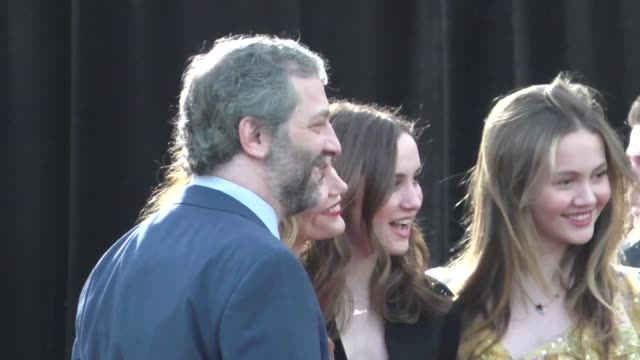 vídeos de stock, filmes e b-roll de judd apatow, leslie mann, maude apatow & iris apatow arrive at the premiere of blockers at regency village theatre in westwood in celebrity sightings... - leslie mann