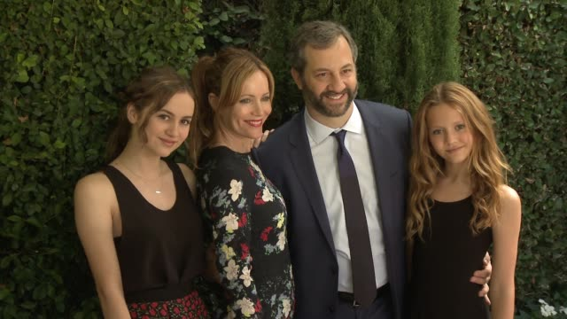 vídeos de stock, filmes e b-roll de judd apatow, leslie mann, maude apatow, iris apatow at the rape foundation's annual brunch in los angeles, ca 10/4/15 - leslie mann
