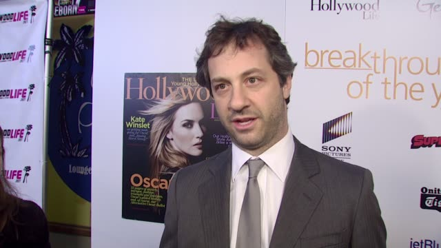 vídeos de stock, filmes e b-roll de judd apatow on attending the event and how it feels to have his wife win an award for a role she played in one of his films at the hollywood life's... - judd apatow