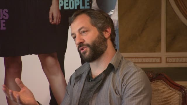 vídeos de stock, filmes e b-roll de judd apatow on what scenes didn't make the film and the six hours of dvd extras featuring adam sandler at the funny people press conference at london... - judd apatow