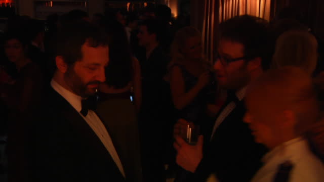 vídeos de stock, filmes e b-roll de judd apatow seth rogen at the 2012 vanity fair oscar party hosted by graydon carter inside party at west hollywood ca - judd apatow