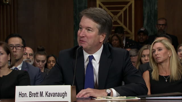 vidéos et rushes de judge brett kavanaugh responds to a question from senator sheldon whitehouse about the use of the word òralphó in his yearbook. this took place at... - alyssa milano