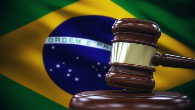 vídeos de stock e filmes b-roll de judge gavel with brazil flag background - politician